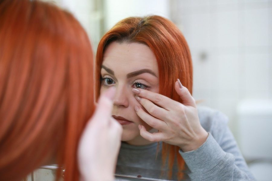 Comment se maquiller avec des lentilles ?